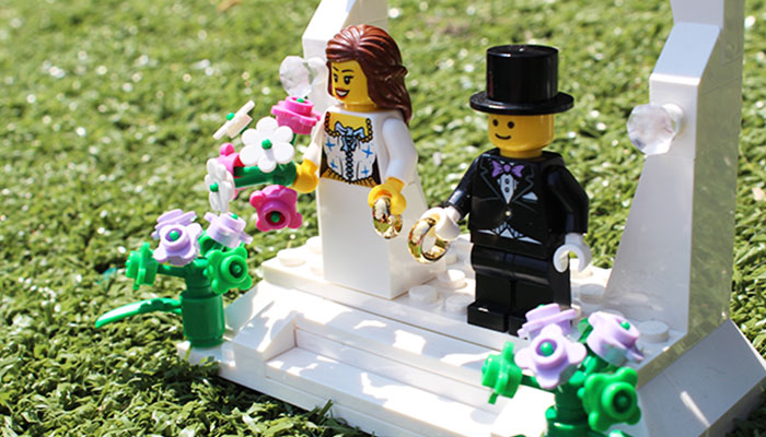 LEGO Minifigures, wedding ceremony.